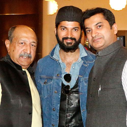 Gajendra Kumar Gupta, CEO – Johareez.com Auctions Pvt. Ltd. With Tinnu Anand & Prashantt Guptha, Brand Ambassador, Johareez.com