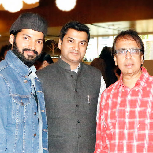 Gajendra Kumar Gupta, CEO – Johareez.com Auctions Pvt. Ltd. With Anant Mahadevan & Prashantt Guptha, Brand Ambassador Johareez.com