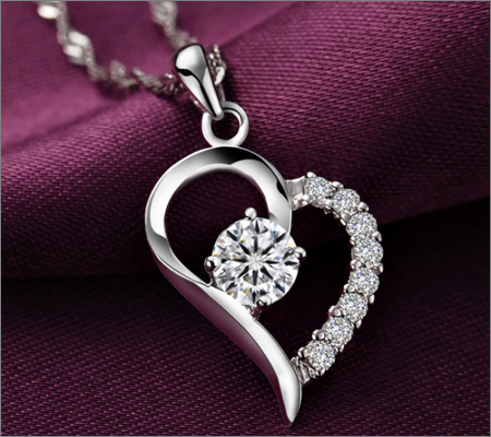 Heart Shape Pendant (Source: tunibibi.com)