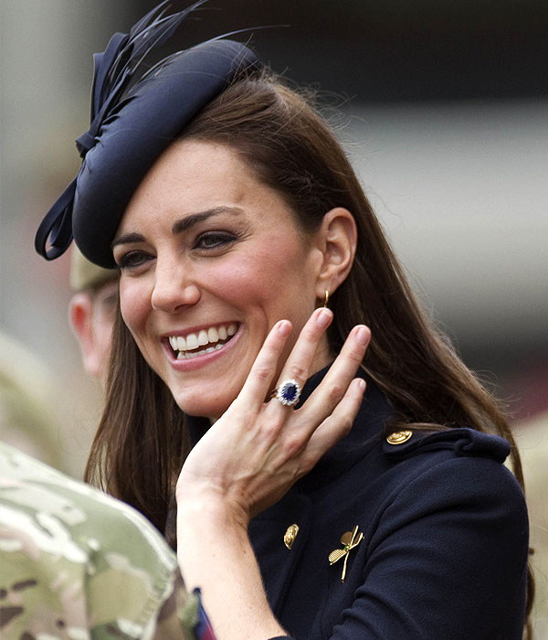 Kate Middleton Engagement Ring (Source: instyle.co.uk)