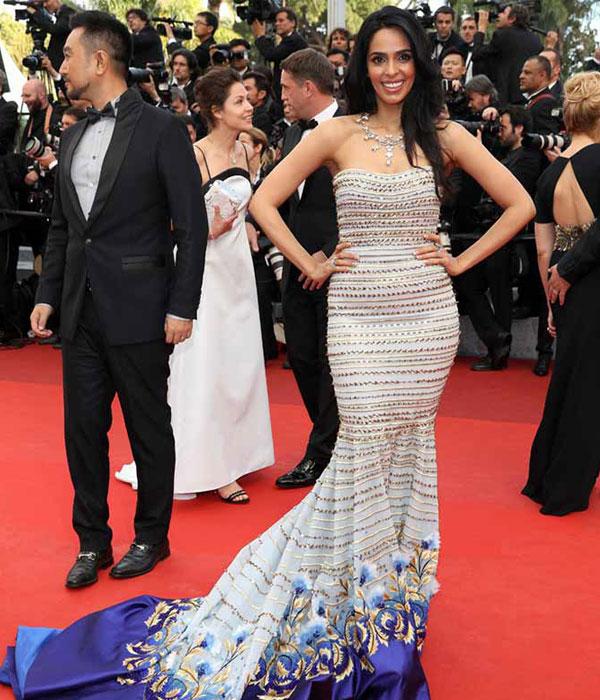 Mallika Sherawat's Bold Look (Source: rediff.com)
