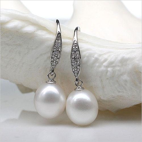 Pearl Earrings (Source: lovelypearl.com)