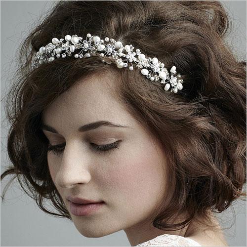 Pearl Hairband (Source: indianfashion.guru)