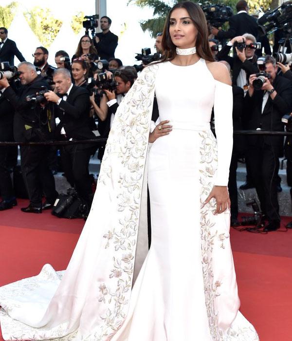 Sonam Kapoor's Gorgeous Look (Source: rediff.com)