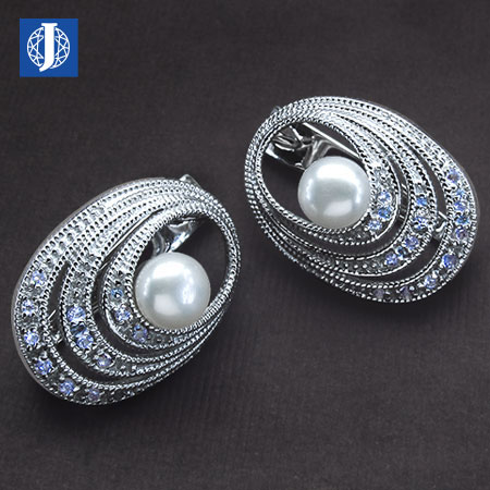 silver-earrings